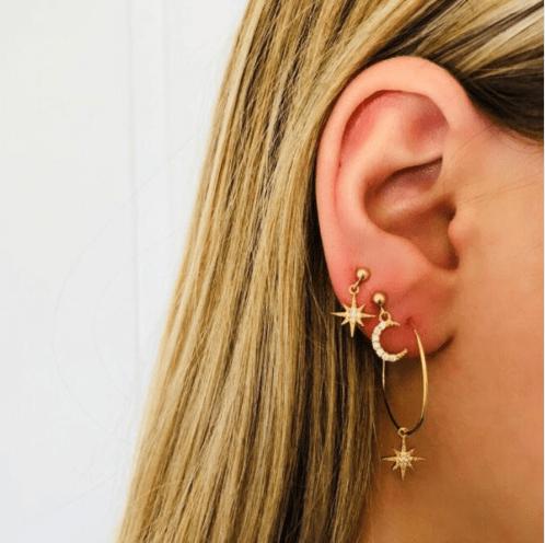 Deze Oorbellen Set bestaat uit vier verschillende glinsterende oorbellen. Jouw oren worden in spotlights gezet. Gratis verzending.