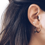 Wil je een earparty maken ? dan is deze oorbellen set perfect voor jou. Deze 4 stks setje bestaat uit 4 ster oorbellen. Gratis verzending.