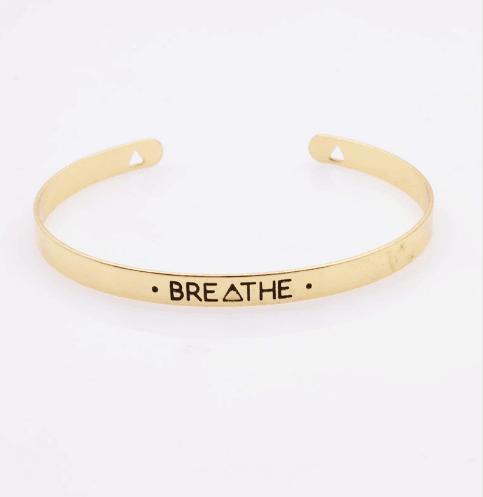 Armband met tekst Breath.Klik hier voor meer leuke armbanden.Shop alle musthave sieraden bij aphrodite. Gratis verzending en cadeau.