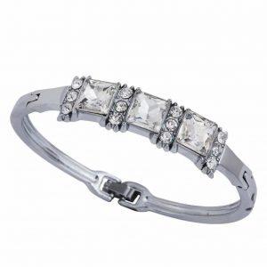 Zilver Cuff Armband Met Kristallen. Klik hier voor meer leuke minimalistische armbanden.Shop alle musthave sieraden bij Aphrodite. Gratis verzending.