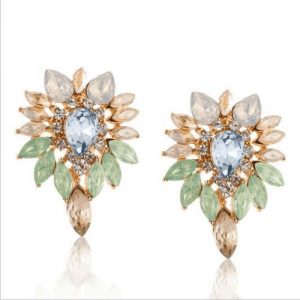 Crystal Statement Earrings. Click here for more beautiful statement earrings.Shop all musthave jewellery by Aphrodite. Free worldwide shipping and gift.