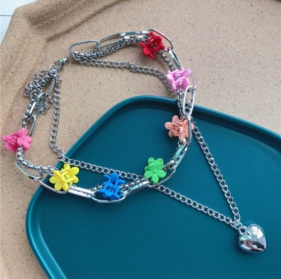 double necklace, flower, hairclips, 90s