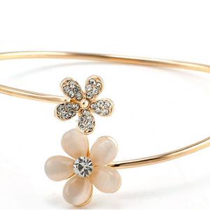 Cuff Armband Met Bloemetjes.Klik hier voor meer leuke armbanden.Shop alle musthave sieraden bij aphrodite. Gratis verzending en cadeau.