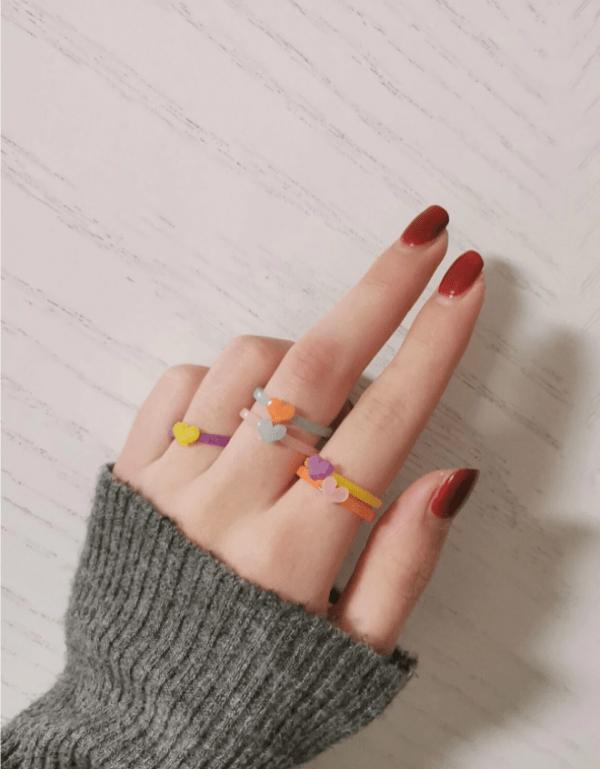 gekleurde ringen, set, sieraden, dames, accessoires, hartje, kleurrijk, kunststof, plastic, resin, hars