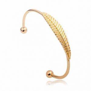 Gouden Veer Cuff Armband.Klik hier voor meer leuke armbanden.Shop alle musthave sieraden bij aphrodite. Gratis verzending en cadeau.Bestel snel en veilig.