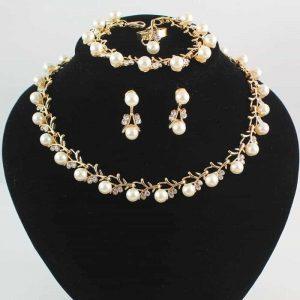 Sieraden set met Parels.Klik hier voor meer leuke sieraden sets.Shop alle musthave sieraden bij aphrodite.Gratis verzending en cadeau.