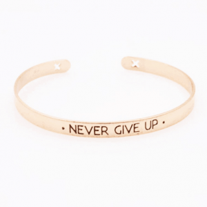 Cuff Bracelet ''Never Give Up''. Click here for more beautiful bracelets. Shop all musthave jewellery by Aphrodite. Free worldwide shipping and gift.
