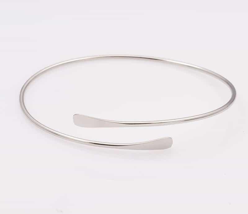 Simpele Zilveren Armband. Klik hier voor meer leuke subtiele armbanden. Shop alle musthave sieraden bij Aphrodite. Gratis verzending en cadeau.