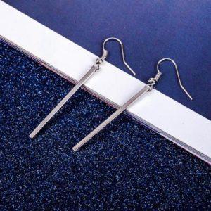 Deze zilveren lange bar oorbellen zijn perfect om je outfit een upgrade te geven. Perfect voor je everyday look. Gratis verzending.