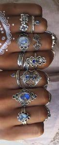 boho style ring sets.Er zijn zilveren ringen met blauw paarse stenen.Shop al je boho ringen bij aphrodite.