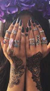 zilveren ringen met zwarte henna.Shop alle zilveren boho ringen bij aphrodite.