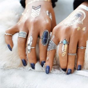 boho ring set met boho style tattoo zoals de hamsa hand en veren.Shop alle boho ringen bij aphrodite.Gratis verzending