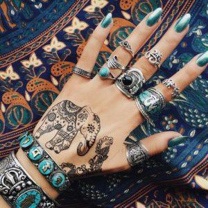 boho ring set met olifanten tattoo.Shop alle boho sieraden zoals ringen en armbanden bij aphrodite.Gratis verzending
