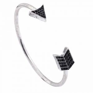 Arrow Cuff Bracelet. Click here for more beautiful bracelets. Shop all musthave jewellery by Aphrodite. Free worldwide shipping and gift.