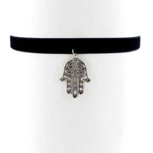 Musthave Choker Met Fatima Hand.Voor meer leuke chokers klik hier.Shop alle musthave sieraden bij aphrodite.Gratis verzending en cadeau.