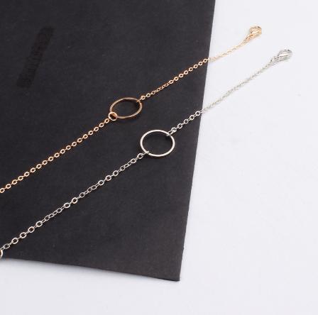 Cirkel Armband - Goud En Zilver. Klik hier voor meer subtiele gouden en zilveren armbanden. Shop alle musthave sieraden bij Aphrodite. Gratis verzending.