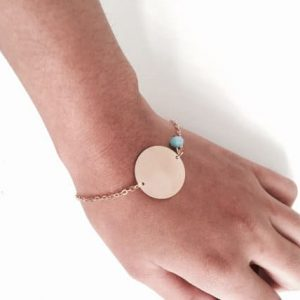 Disc Bracelet With Blue Bead. Click here for more beautiful bracelets. Shop all musthave jewellery by Aphrodite. Free worldwide shipping and gift.