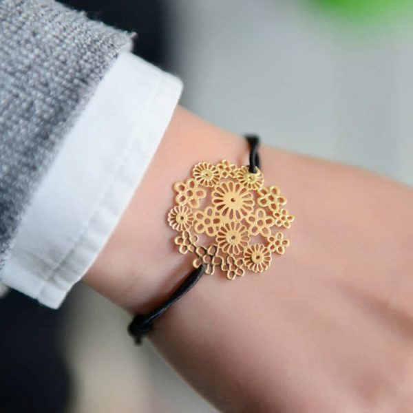 Gold Flower Bracelet.Click here for more beautiful bracelets. Shop all musthave jewellery by Aphrodite. Free worldwide shipping and gift.