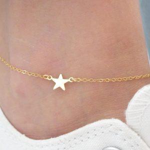 enkel band met gouden ster. Klik hier voor meer mooie sieraden. Shop alle musthave sieraden bij Aphrodite. Gratis verzending en cadeau.