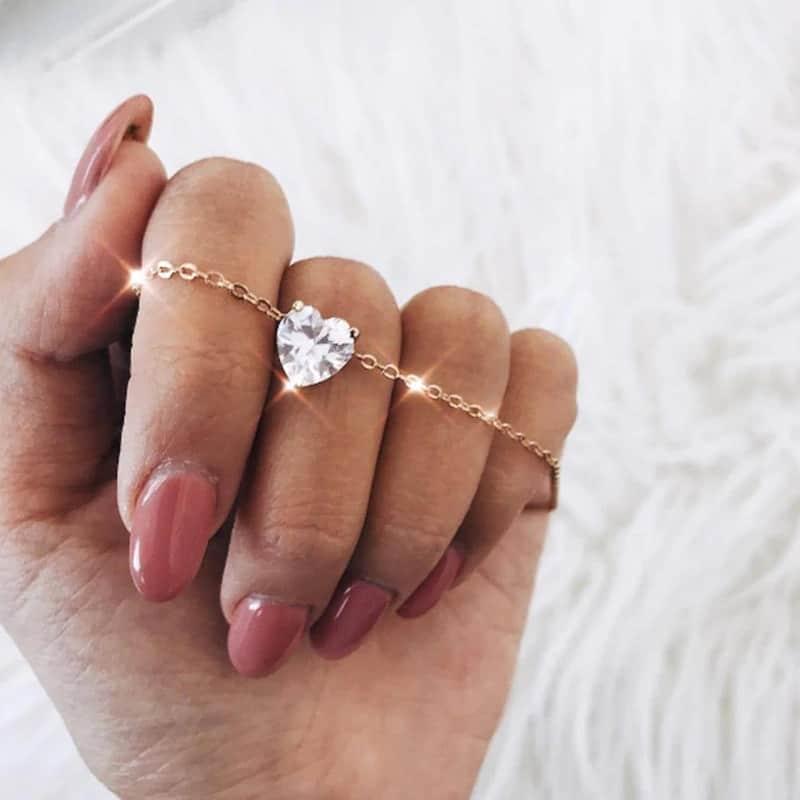 trendy ketting met kristallen hart. Klik hier voor musthave sieraden.