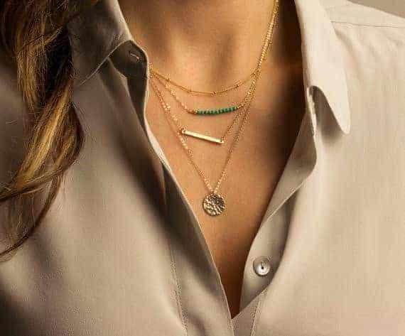 Laagjes Ketting Met Turquoise Kralen.klik hier voor meer leuke laagjes kettingen.Shop alle musthave sieraden bij aphrodite. Gratis verzending en cadeau.
