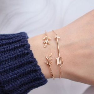 Minimalistic Cuff Bracelet With Leaves. Click here for more delicate bracelets. Shop all musthave jewellery by Aphrodite. Free worldwide shipping and gift.