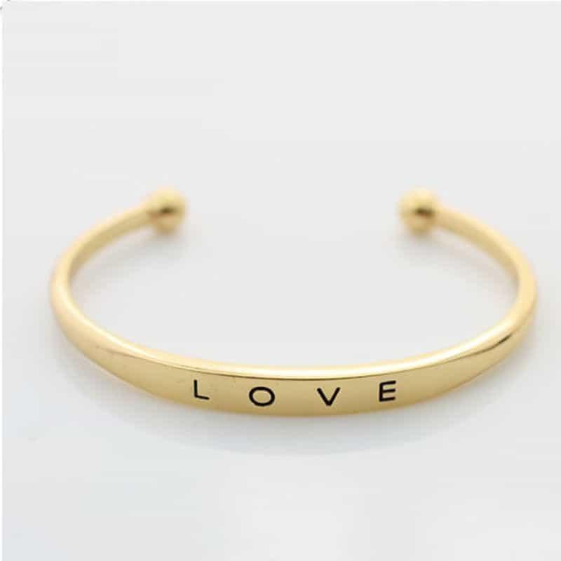 Love Cuff Armband.Klik hier voor meer leuke armbanden.Shop alle musthave sieraden bij aphrodite. Gratis verzending en cadeau.Bestel snel en veilig.