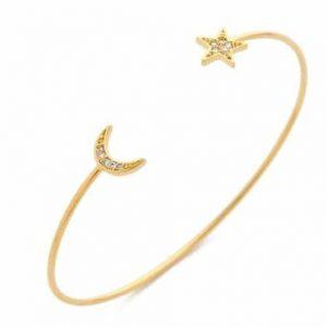 Cuff Armband Met Maan En Ster. Klik hier voor meer leuke cuff armbanden. Shop alle musthave armbanden bij Aphrodite. Gratis verzending en cadeau.