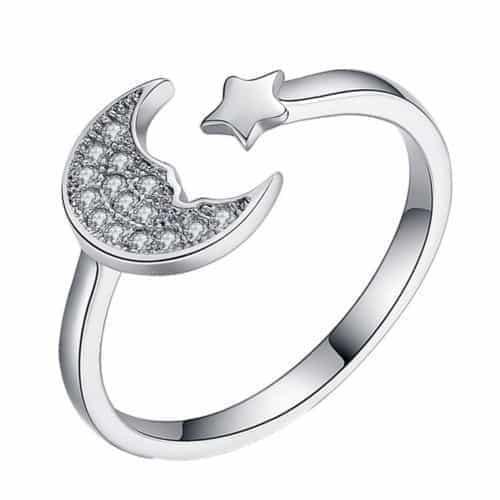 Ring Met Maan En Ster Design.Voor meer leuke ringen klik hier.Shop alle musthave sieraden bij aphrodite.Bestel snel en veilig.Gratis verzending en cadeau.