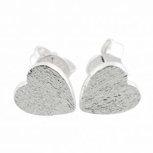 Silver Heart Earstuds. Click here for more delicate earrings. Shop all musthave jewellery by Aphrodite. Free worldwide shipping and gift.