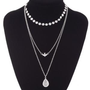 Zilver Ketting In Meerdere Lagen Met Vogel En Steentje. Klik hier voor meer leuke dubbele kettingen in het kleur zilver en goud. Shop de leukste sieraden.