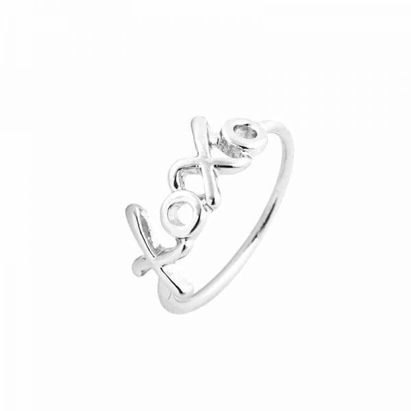 Xoxo Zilveren Ring.Klik hier voor meer leuke minimalistische ringen.Shop alle musthave sieraden bij aphrodite. Gratis verzending en cadeau.